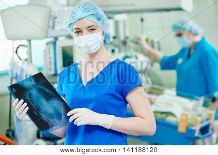 intensive care unit female doctor with x-ray image