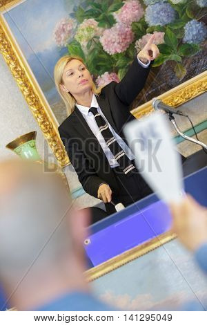 female auctioneer directing the bids