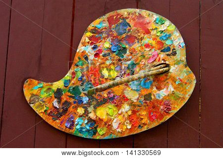 Painter's palette on wooden background - Hobby tools