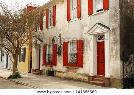front view of ancient house in Charleston city