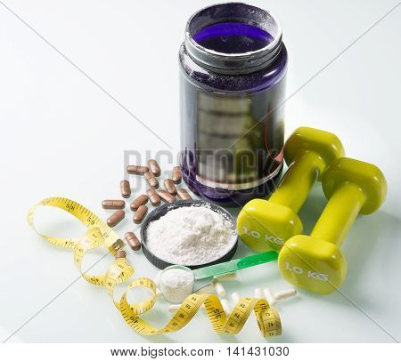 capsules and a white powder on the glass table