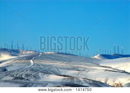 Parque eólico en nevadas Tehachapi Pass, California, Estados Unidos