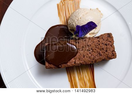 Chocolate Brownie With Vanilla Ice Cream