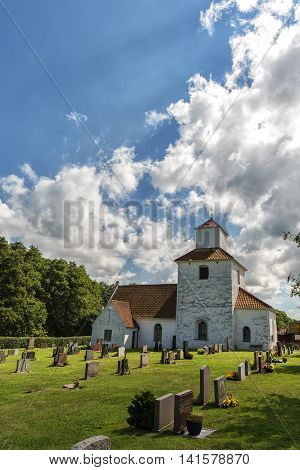 An image of the white stone church on the swedish island of Ivo.