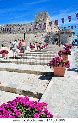 TREMITI ISLAND (SAN NICOLA) ITALY AUGUST 20 -tourists visiting the castle