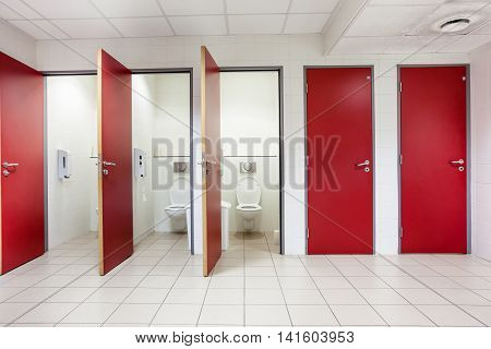 In an public building are womans toilets