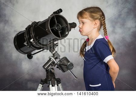 Girl Disappointed By What He Saw In The Telescope