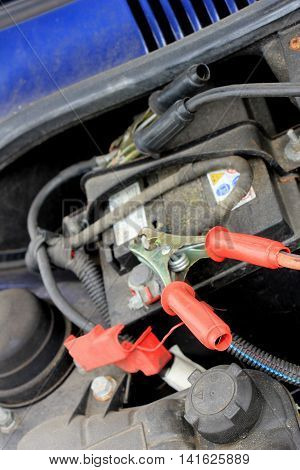 Charging the battery of an old car using battery cables