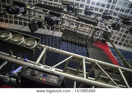 Extensive scaffolding providing platforms lighting devices for stage structure support