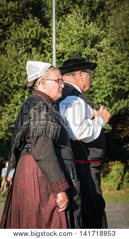Older Couple For A Traditional Show