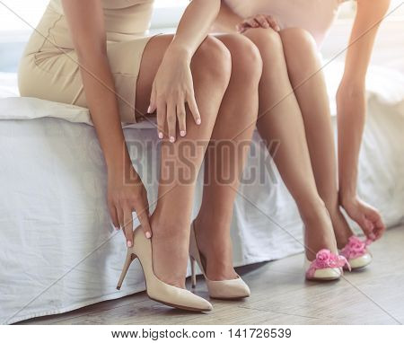 Girls Getting Ready To The Party