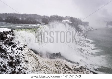 Snowing in the Niagara Fall Freezing Fall