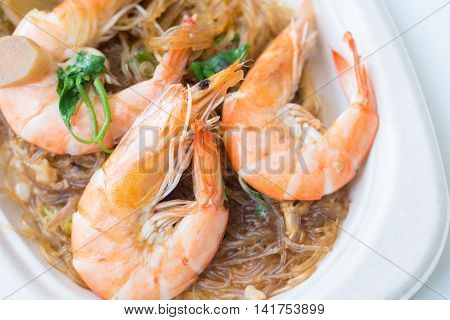 Casseroled prawns/shrimps with glass noodles Thai food.