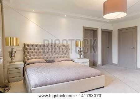 Amazing Classic Bedroom For Those Who Love Luxury