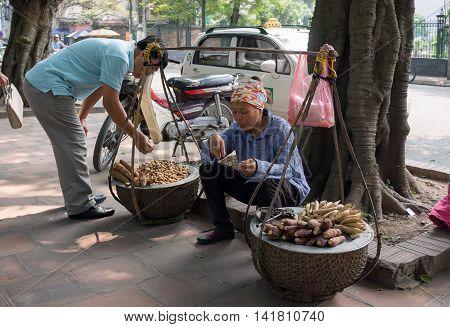 HA NOI, VIET NAM, June 13, 2016 maiden Ha Noi, trading eateries, street Ha Noi, Vietnam