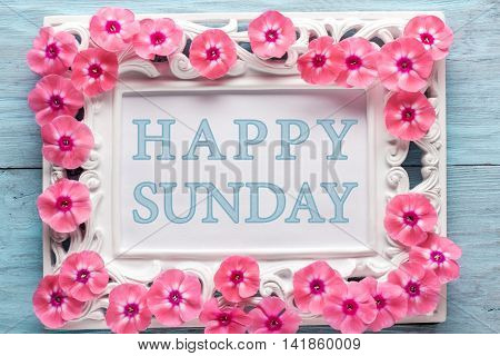 Frame with flowers and text: Happy sunday. Closeup