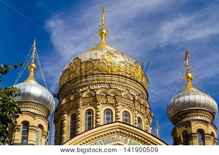 Sankt-St. Petersburg-05.08.2016: three domes of the temple against the blue sky