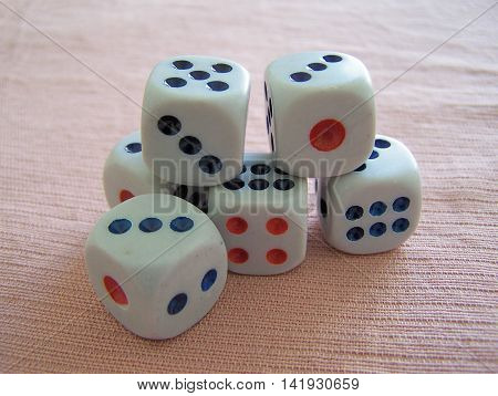 Gaming with several dice in a friends game