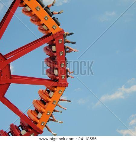 Swinging Disc Ride