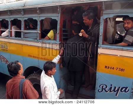 People Entering The Bus In Kolkata