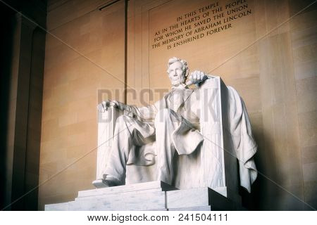 Statue of Abraham Lincoln Lincoln