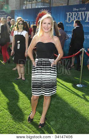"""LOS ANGELES - 18 de JUN: Angela Kinsey llega a la """"Valiente"""" LAFF Premiere en Dolby Theatre el 1 de junio"""