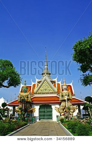 Giant at Wat Arun, Bangkok.