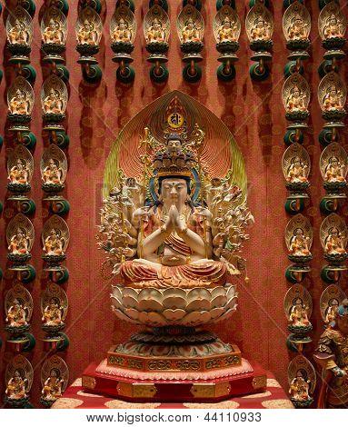 Estátuas budistas em um templo