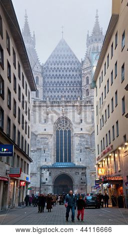 WIEN, AUSTRIA - 24 de diciembre: La Stephansdom en 24 de diciembre de 2012 en Viena, Austria.