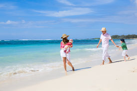picture of family vacations  - Family vacation - JPG