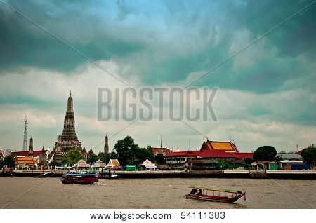 Long tail motor boat cruise in front of Wat Arun in Bangkok