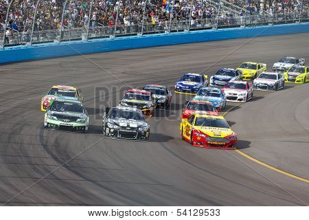 Avondale, AZ - Nov 10, 2013:  The NASCAR Sprint Cup teams take to the track for the AdvoCare 500 race at the Phoenix International Raceway in Avondale, AZ on Nov 10, 2013.