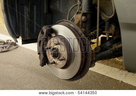 Changing wheels on a car