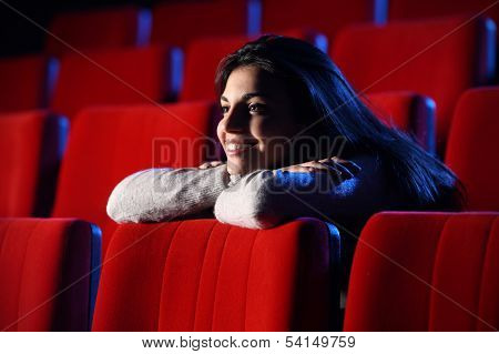 Funny Movie: Portrait Of A Pretty Girl In A Movie Theater, She Leans Her Elbows On The Back Row Of C