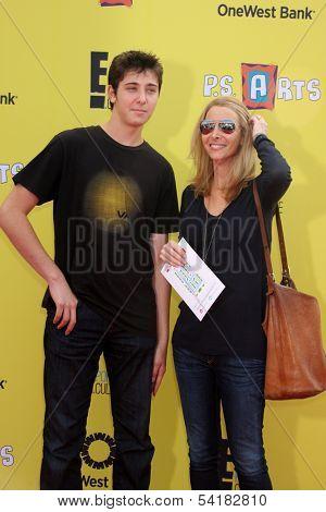 LOS ANGELES - NOV 17:  Julian Murray Stern, Lisa Kudrow at the P.S. Arts Express Yourself 2013 at Barker Hanger on November 17, 2013 in Santa Monica, CA