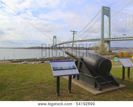 A 20-inch Rodman cannon at the Narrow Overlook facing Verrazano Bridge in Brooklyn