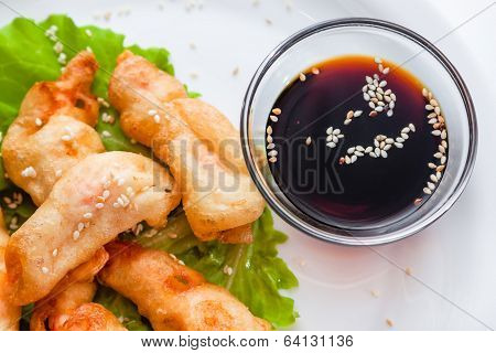 Shrimp Tempura With Lettuce And Sesame Seeds