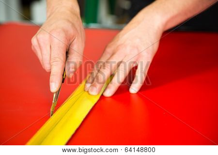 Car Wrapping Specialist Cutting Foils With Box Cutter