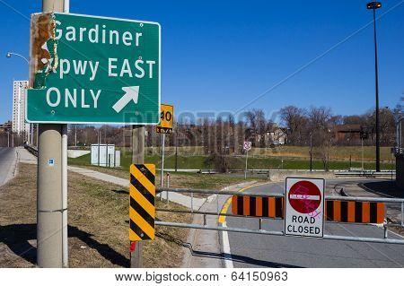Gardiner Expressway Closed Signs
