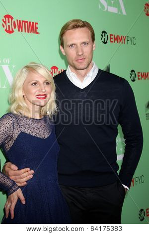 LOS ANGELES - APR 29:  Caitlin FitzGerald, Teddy Sears at the
