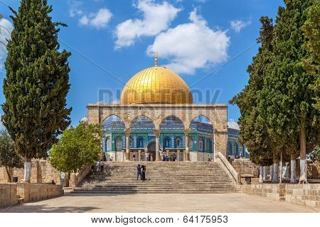 JERUSALEM, ISRAEL - AUGUST 21, 2013: Dome of the Rock - famous mosque constructed between 689 and 691 CE on the site of Jewish Second Temple and located on Temple Mount in Old City of Jerusalem.