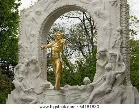 the monument to Strauss