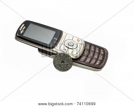 Old phone and norwegian currency