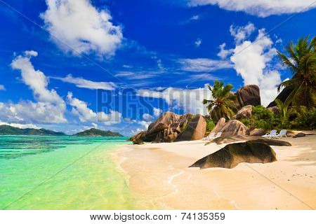 Beach Source d'Argent at island La Digue, Seychelles - vacation background