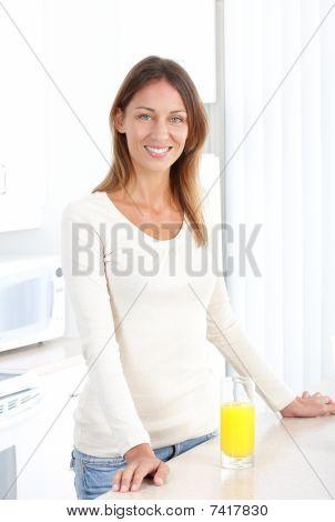 Mujer con jugo