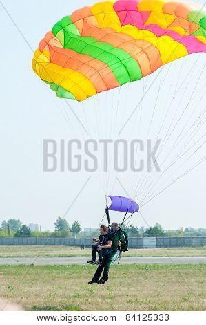 Parachute jump in tandem