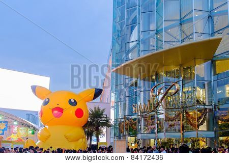 Shoppers Visit Siam Paragon Mall And Pokemon Festiva