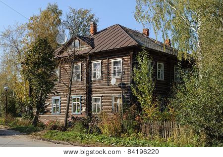 Old Two-storey Log House
