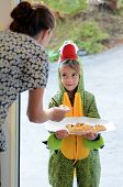 Постер, плакат: Purim Jewish Holiday Child Give Mishloach Manot