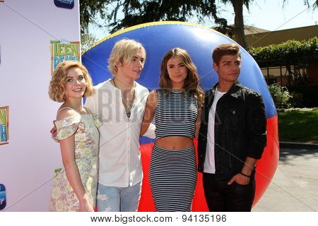 LOS ANGELES - JUN 22:  Grace Phipps, Ross Lynch, Maia Mitchell, Garrett Clayton at the